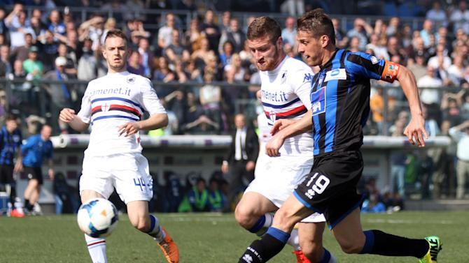 Atalanta's German Denis, right, of Argentina, is chased by Sampdoria's Shkodran Mustafi, center, of Germany, during a Serie A soccer match in Bergamo, Italy, Sunday, March 16, 2014