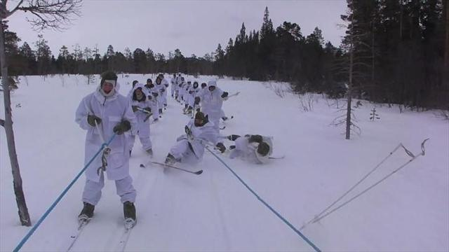 Video: Skiers take a tumble