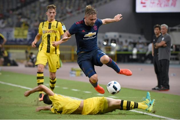 Manchester United's English defender Luke Shaw (C), pictured on July 22, 2016, only recently returned from a double leg-break, and England's medical staff decided he shouldn't train with t