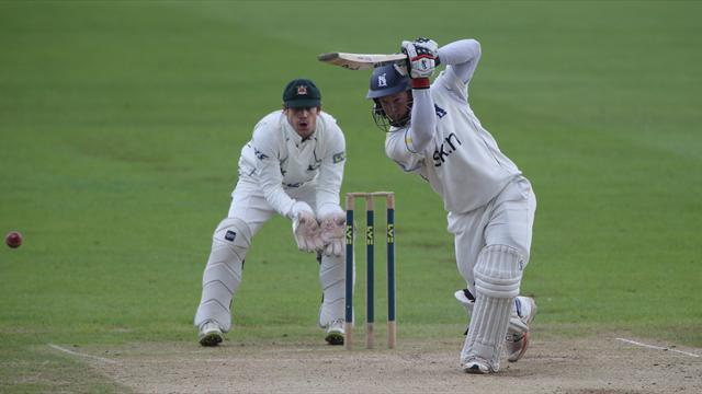 County - Warwickshire duo sign new deals