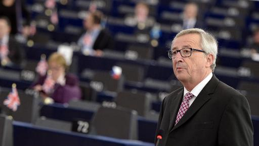 """EU Commission chief Jean-Claude Juncker (R) speaks to unveil an eagerly awaited 315-billion-euro investment plan to """"kickstart"""" the economy, on November 26, 2014 at the European Parliament in Strasbourg, eastern France. Juncker said the proposal, which must be approved by European leaders at a summit in December, would mix an investment fund with a scheme to match new projects with private money. AFP PHOTO / FREDERICK FLORIN"""