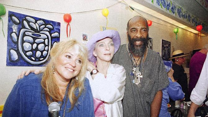 """FILE - In this July 26, 1994 file photo, Woodstock '69 veterans, from left,  Melanie Safka, Judy Collins and Richie Havens get together at the Bendix Diner in New York. The trio introduced a """"Declaration of Civility and Kindness"""" in honor of the Bethel '94 concert for the 25th Anniversary of Woodstock. Havens, who sang and strummed for a sea of people at Woodstock, has died at 72. His family says in a statement that Havens died Monday, April 22, 2013, of a heart attack. (AP Photo/Joe Tabacca, file)"""