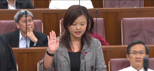 Lee Li Lian sworn in as Member of Parliament. (Screenshot of CNA broadcast)