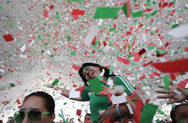 See what happened when Mexico fans found unattended beer stand…