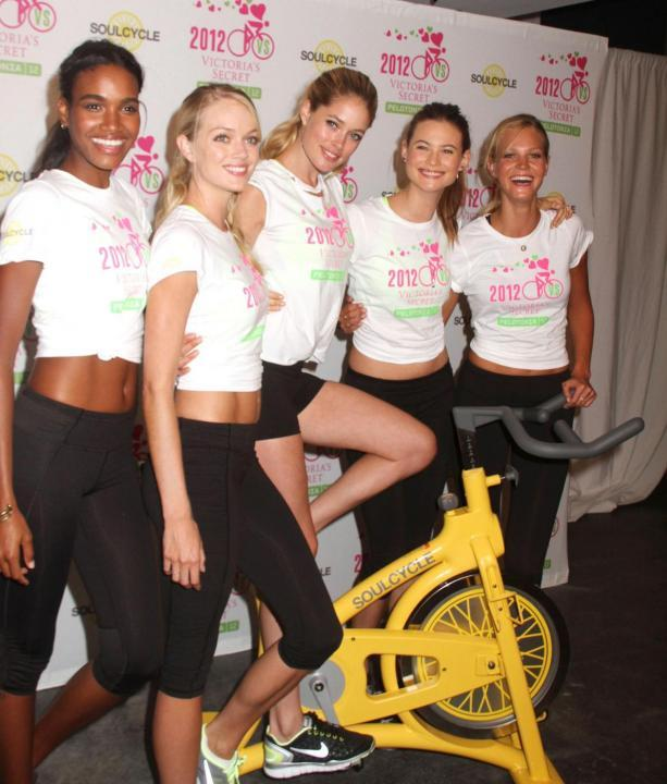 Le supermodelle di Victoria 's Secret ad un evento benefico contro il cancro