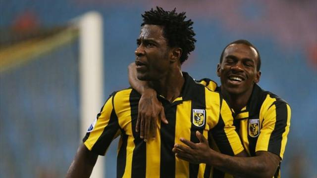 European Football - Vitesse drop three-goal lead to fall behind in title race