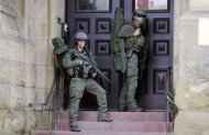 Armed RCMP officers guard the front of Langevin Block on Parliament Hilll following a shooting incident in Ottawa October 22, 2014. REUTERS/Chris Wattie