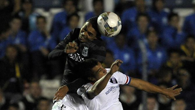 Daniel Bocanegra of Colombia's Atletico Nacional, fights for the ball with Jonathan Piriz of Uruguay's Nacional during a Copa Libertadores soccer game in Montevideo, Uruguay, Tuesday, March 18, 2014