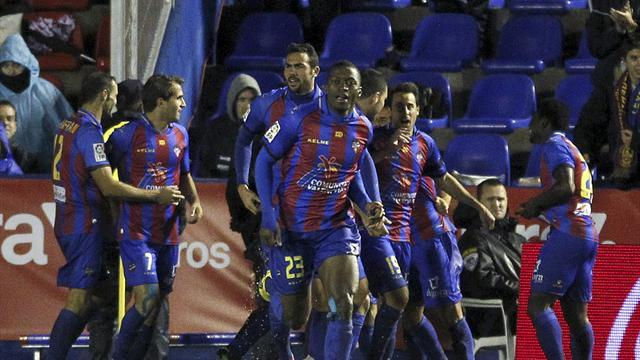 Liga - Levante survive two red cards to hold lowly Zaragoza