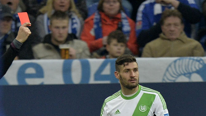 Wolfsburg's Daniel Caligiuri gets the red card during the German Bundesliga soccer match between FC Schalke 04 and VfL Wolfsburg in Gelsenkirchen,  Germany, Saturday, Feb. 1, 2014