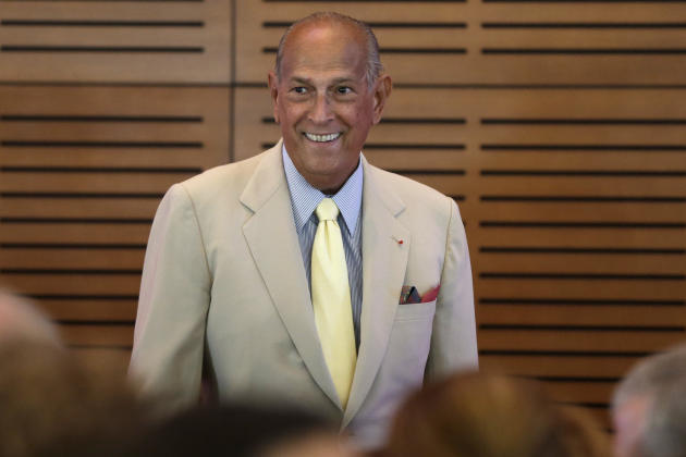 FILE- In this July 8, 2013 file photo, Fashion designer Oscar de la Renta addresses a crowd gathered in his honor at the Clinton Presidential Library in Little Rock, Ark. Documentary film pays homage