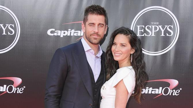 syndicated post olivia munn praises boyfriend aaron rodgers and packers after teams loss