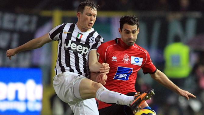 Juventus' Stephan Lichtsteiner, left, of Switzerland, and Atalanta's Davide Brivio fight for the ball during a Serie A soccer match in Bergamo, Italy, Sunday, Dec. 22, 2013. Juventus won 4-1 at Atalanta in Serie A on Sunday but Roma eased to a 4-0 victory over bottom club Catania to keep up the pressure on the league leader and two-time defending champion
