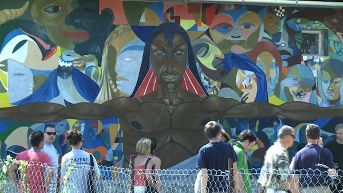 Frescoes bring tourists, hope to Roma village