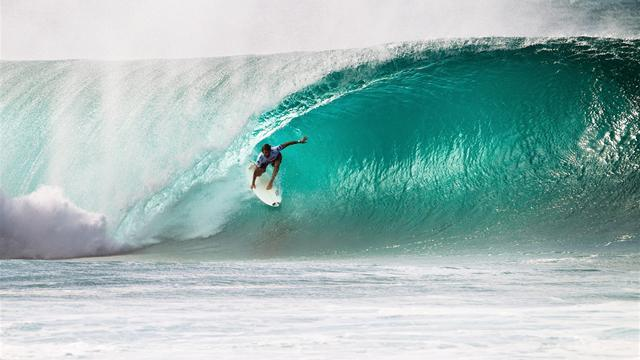 Surfing - Perrow performs as Pipe Masters kicks off