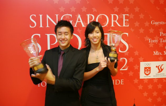 Quah Zheng Wen and Amanda Lim win the Sportsboy and Sportsgirl of the Year respectively. (Yahoo! photo/Daniel Teo)