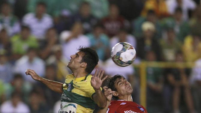 Danny Bejarano of Bolivia's Oriente Petrolero, left, and Maximiliano Calzada of Uruguay's Nacional compete for a header during a Copa Libertadores soccer match in Santa Cruz, Bolivia, Tuesday, Jan. 28, 2014