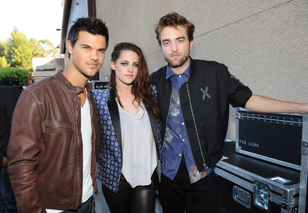 Kristen Stewart, Taylor Lautner and Robert Pattinson reunited at the Teen Choice Awards