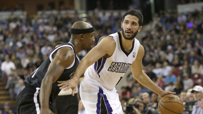 Sacramento Kings guard Greivis Vasquez, of Venezuela, right, dribbles against Brooklyn Nets guard Jason Terry during the fourth  quarter of an NBA basketball game in Sacramento, Calif., Wednesday, Nov. 13, 2013. The Kings won 107-86