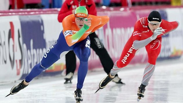 NORWAY, Hamar : Norway's Havard Bokko (R) and Sven Kramer of the Netherlands compete in the mens 1500m event of the World Speedskating Championships on February 17, 2013 in Hamar, central Norway (AFP)
