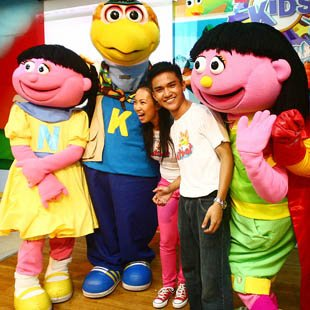Abner Delina and Kakki Teodoro with 'Batibot' muppets (Jerome Ascano, NPPA Images)