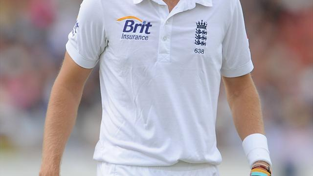 Cricket - Broad and Finn to leave tour