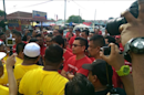Punches fly as yellow, red-shirts clash in Perak (VIDEO)