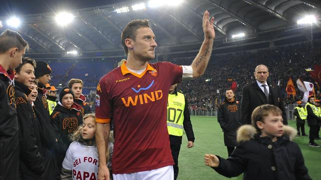 Serie A - Totti shines for Roma in win over Genoa