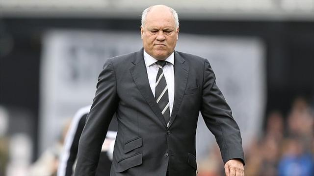 Premier League - Jol fears for his job