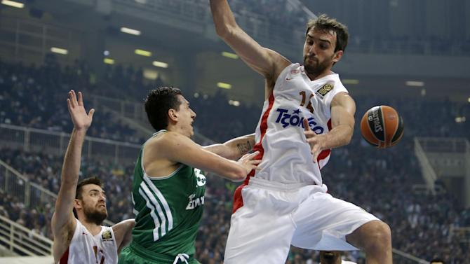 Panathinaikos' Dimitris Diamantidis, center, passes the ball as Olympiakos' Mirza Begic, right, and Evangelos Mantzaris defend during their Euroleague basketball match of Top 16 at the Olympic Indoor Arena in Athens, Thursday, Feb. 20, 2014