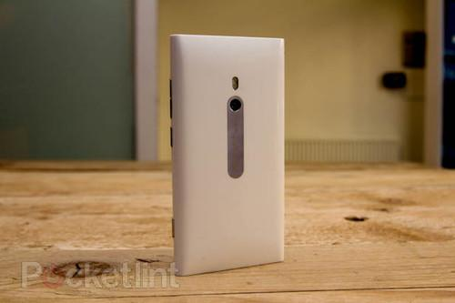 White Nokia Lumia 800 pictures and hands-on. Phones, Mobile phones, Nokia, Nokia Lumia 800, Windows Phone 7, Microsoft 0