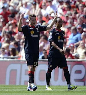 Nick Powell (left)