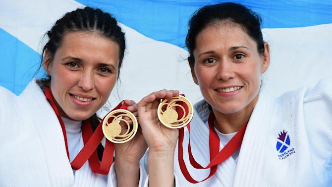 Commonwealth Games - Renicks sisters secure Scotland's first golds