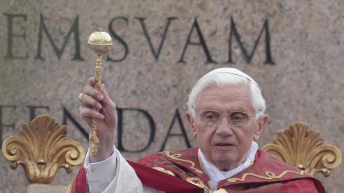 Pope Benedict XVI blesses the faithful during the Palm Sunday mass at St. Peter's square at the Vatican, Sunday, April 1, 2012. (AP Photo/Gregorio Borgia)