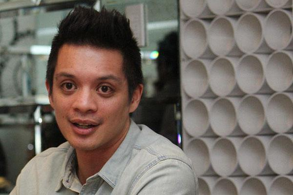 "Bamboo Mañalac speaks out on why he left his band to embark on a solo career. Interview by Jason Domantay of Yahoo! Southeast Asia. Video produced by Digitank Studios and Yahoo! Southeast Asia. ""Questions"" song courtesy of Polyeast Records."