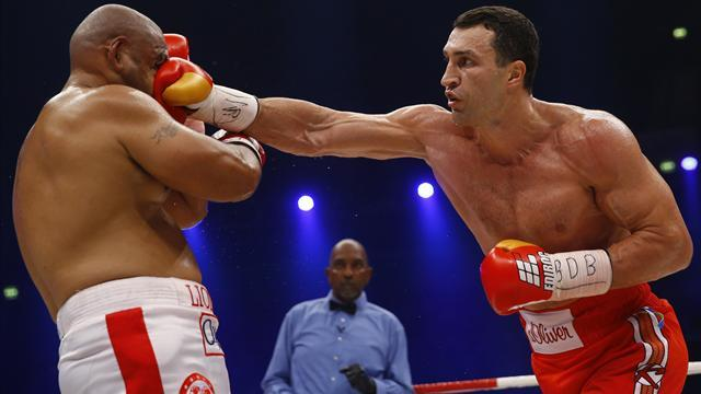 Boxing - Klitschko flattens poor Leapai to retain title