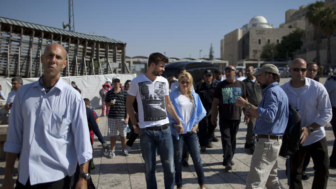 Colombian singer Shakira and FC Barcelona Gerard Pique visits the the Western Wall, Judaism's holiest site in Jerusalem's Old City, Israel, Monday, June 20, 2011. On Tuesday Shakira will attend Presidential Conference, hold press conference with Shimon Peres and take part in panel alongside comedian Sarah Silverman.(AP Photo/Oded Balilty)