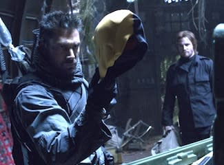 Arrow Preview: Manu Bennett Talks of Dual Deathstrokes, Slade Wilson's Shocking Endgame