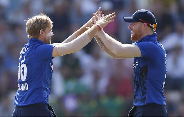 England's Joe Root celebrates taking the wicket of Pakistan's Mohammad Hafeez with Ben Stokes