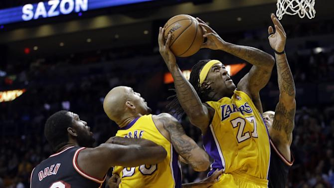 Bosh, James carry Heat past Lakers, 109-102