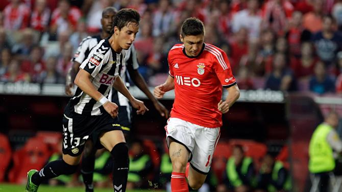 Benfica's Siqueira, right, from Brazil, controls the ball to score the opening goal during their Portuguese league soccer match against Nacional, Sunday Oct. 27, 2013, at Benfica's Luz stadium in Lisbon