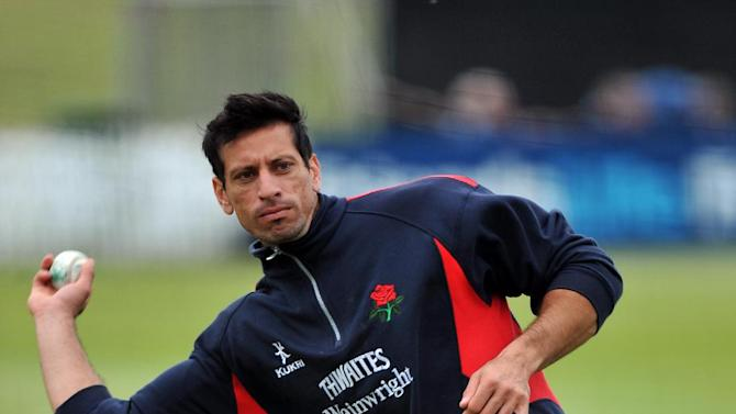 Sajid Mahmood has completed a move to Essex
