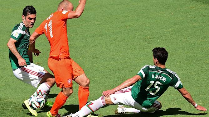 World Cup - Dutch star Robben apologises for diving in Mexico encounter