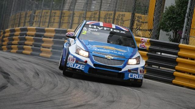 WTCC - Huff forced to retire as Muller wins Macau opener