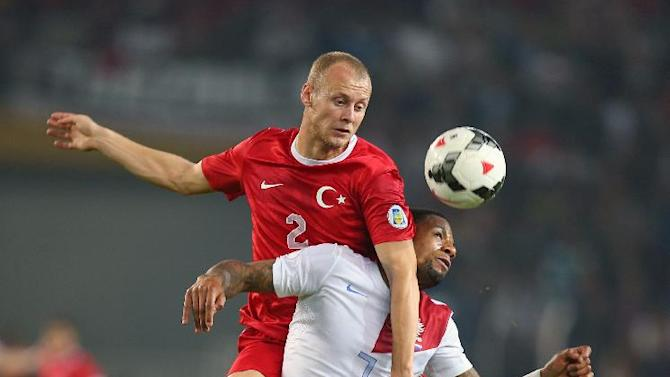 Turkey's Semih Kaya, top, and Jeremain Lens of Netherlands fight for the ball during their World Cup Group D qualifying soccer match at Sukru Saracoglu Stadium in Istanbul, Turkey,  Tuesday, Oct. 15, 2013. (AP Photo)