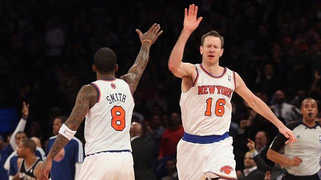 Basketball - Novak shines as Knicks end Spurs' win streak