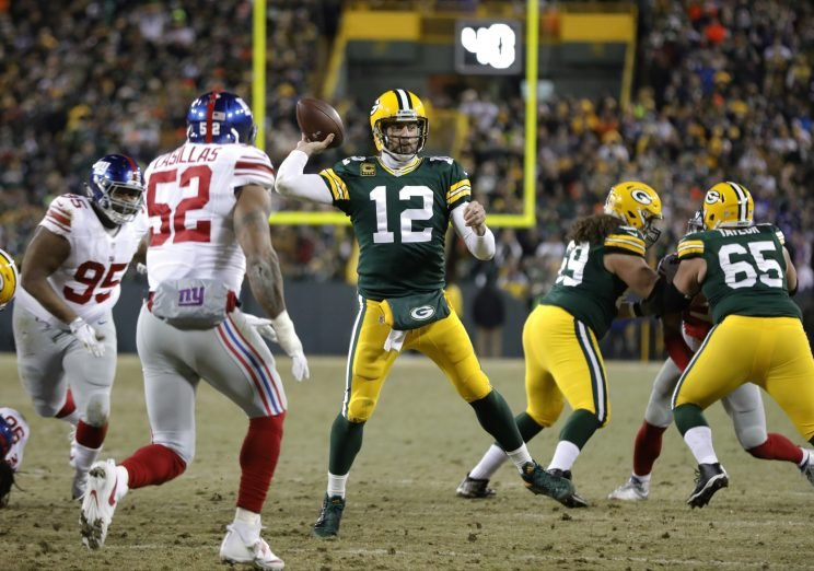Aaron Rodgers completed a Hail Mary at the end of the first half against the Giants. (AP)