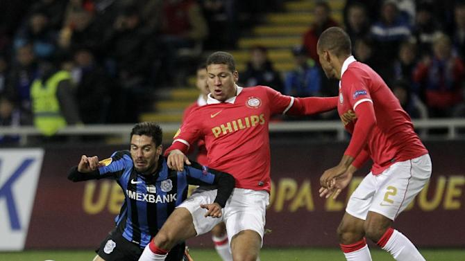 Netherlands PSV's Jeffrey Bruma,center-,and Mathias Jrgensen  challenges for the ball against  Anderson Mineiro,left,  of  FC Chornomorets  during a Europa League Group B soccer match between FC Chornomorets and  PSV Eindhoven at the Chornomorets  stadium in Odessa , Ukraine, Thursday, Oct. 3, 2013