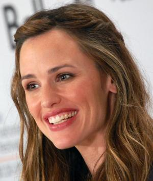 "When it comes to hot Hollywood moms, ""Arthur"" star Jennifer Garner is the perfect combination of beauty and ""girl next door"" charm.  At the movie's premier, the down-to-earth actress confessed that she wasn't a fan of the dominatrix costumes she donned for the movie and that she didn't take them home after filming."