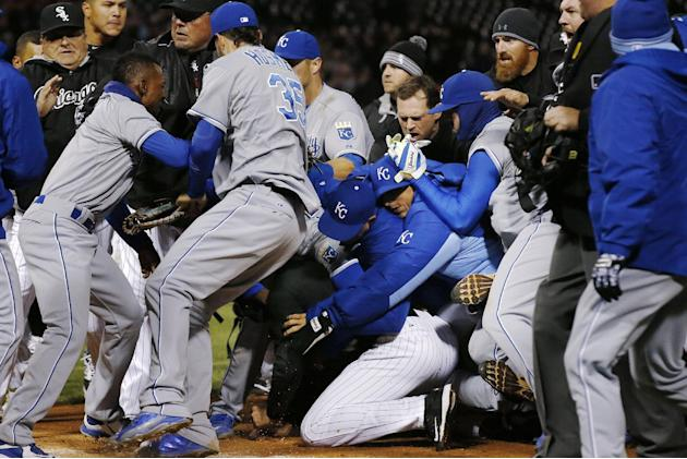 7 players from Royals, White Sox punished by MLB for brawl